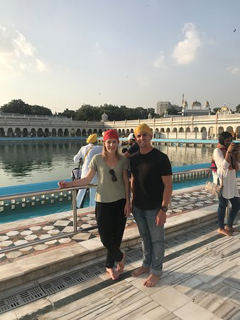 Day Trip to Taj Mahal: Shik Temple Delhi