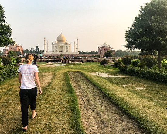 Day Trip to Taj Mahal: First glimpse of the Taj Mahal