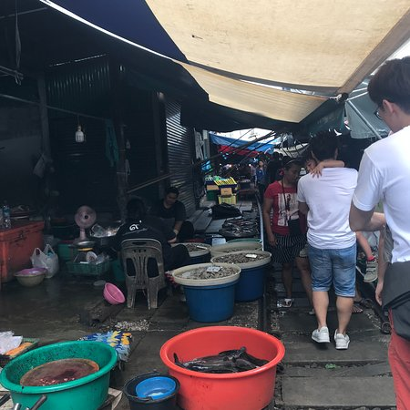 My Tour Guide Bangkok: market on the train track