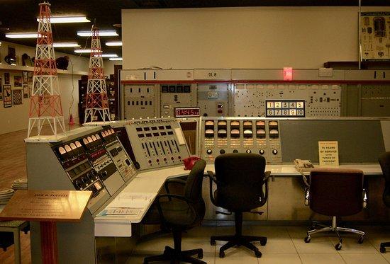 Bloomfield, Нью-Йорк: Antique Wireless Museum - Radio America set