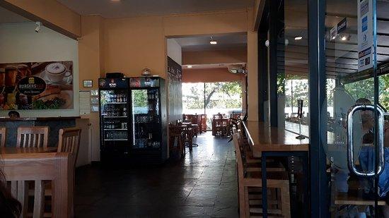 Gran local, cambio de nombre ahora se llama Burguers pub