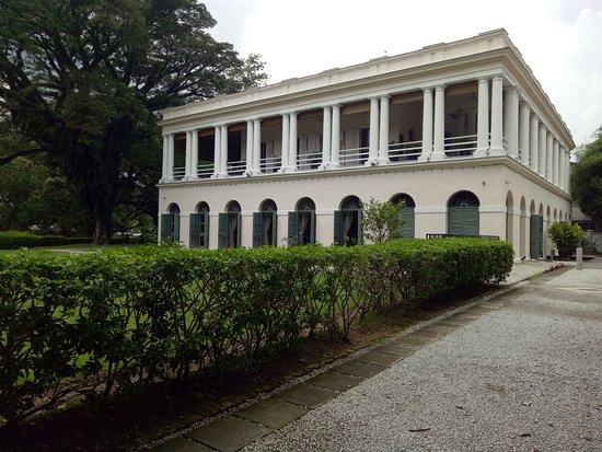 Suffolk House: facade