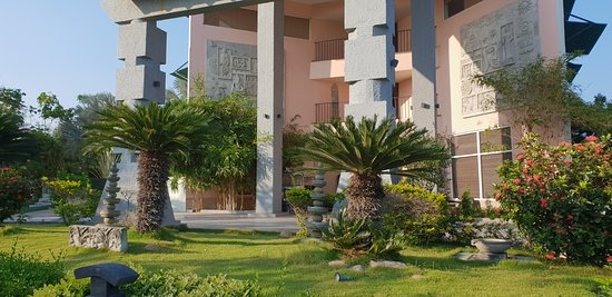 Sparsa Resort: Front view