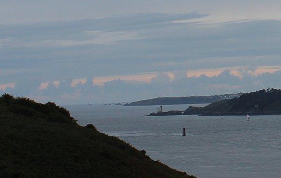 Vue sur le Phare de Petit Minou, la Pointe St Mathieu et l'archipel de Molène