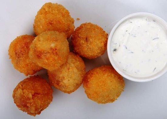БulkаМясо: Сырные шарики с фирменным сливочным соусом с добавлением хрена.