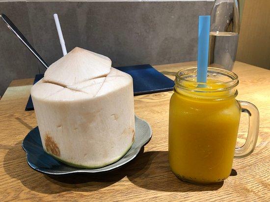 特選椰青($38) 椰青大大個,鮮甜解渴!☺️  芒果冰特飲($34) 以鮮芒果製作嘅沙冰, 芒果味鮮香,沙冰磨得幼細,入口即溶~😇