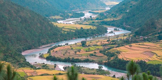 Bhutan Creative Tours: serpentine view of the valley in punakha