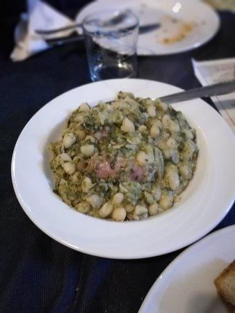 Volturara Irpina, Italie : zuppa di fagioli, verdure e cotechini