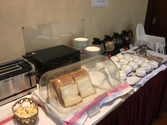 Silka West Kowloon Hotel: Pequeno almoço - pão, café, chá e manteiga