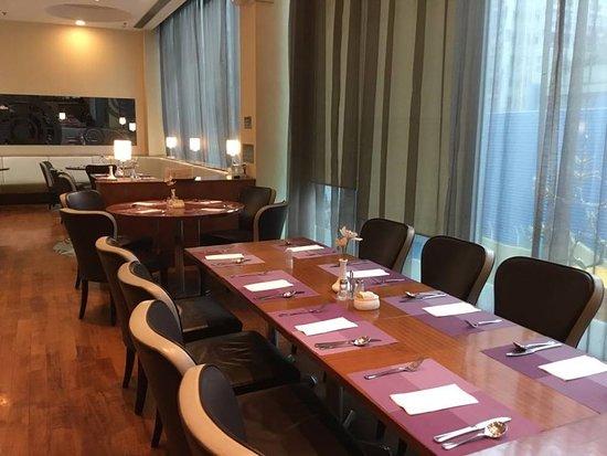 Silka West Kowloon Hotel: Aspecto geral da sala do pequeno almoço