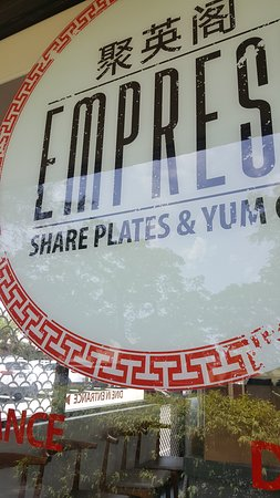 Toorak Gardens, Австралия: Takeaway sign at back of restaurant where car park located
