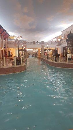 Villaggio: Water canal