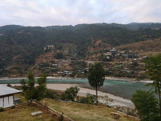 Very nice resort facing the river