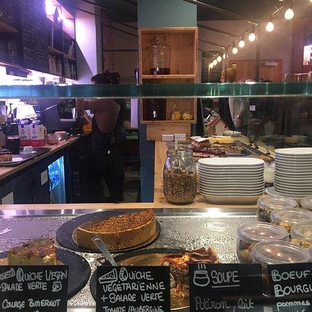 Magnifique café restaurant plein de fraîcheur et de saveur. Produits locaux et vegan, mon cœur de cœur la merveilleuse soupe à la courge et le cheesecake aux fruits rouge. Un vrai régal
