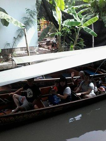 Taxi Big Tour Group: นั่งเรือ ชม ตลาดน้ำ ดำเนินสะดวก ครับ