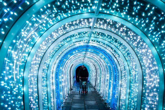 the tunnel keeps changing colours!