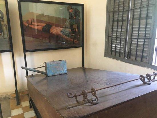 Музей геноцида Туол Сленг: Torture equipment