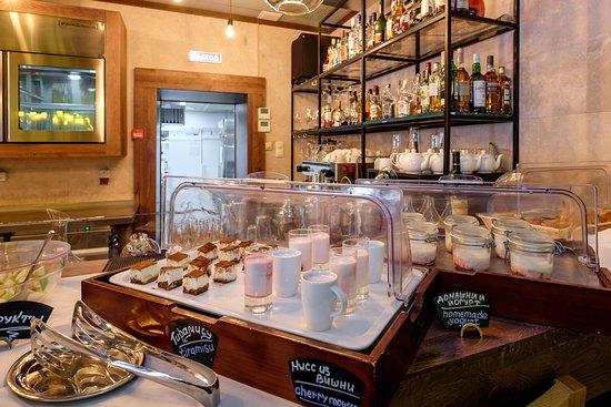 Завтрак в формате Шведский стол в ресторане LE BAZAR