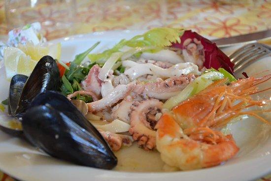Agriturismo Il Sole: Pesce e pizza.