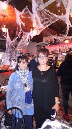 Soirée Halloween Jeanine et Valérie sont toujours là pour nous faire plaisir Nous avons comme chaque fois très bien mangé et passé une soirée d'enfer!