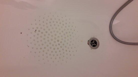 Baignoire pas propre !