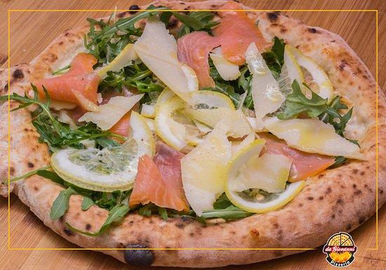 Pizzeria da Giovanni: Pizza con salmone