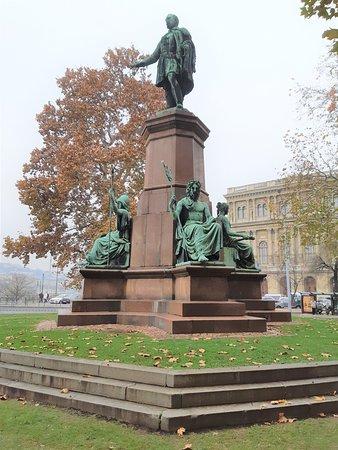 Istvan Szechenyi Statue