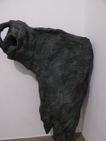 Not Vital, sculpture en bronze, Paw Pow, introspection