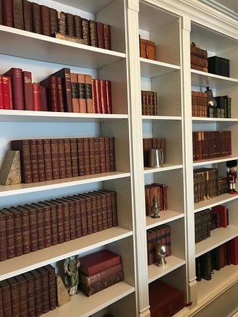 Post House Inn: The Post House Library