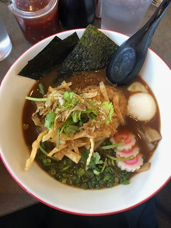Johnny Noodle King : Shoyu Bowl with cilantro and wonton noodles
