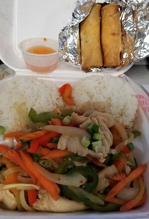 Downtown Thai Restaurant: Spicy Chicken with Rice and Spring rolls!