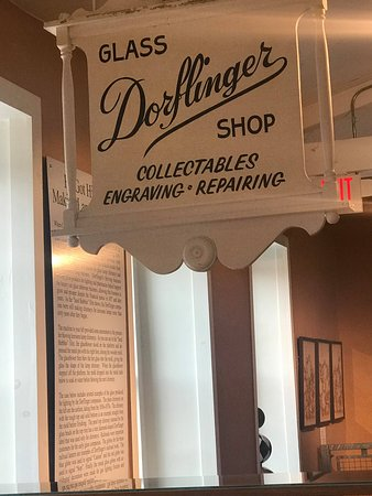 White Mills, Pensylwania: A sign of distinction in any home, Dorflinger Cut Glass was used in the White House!