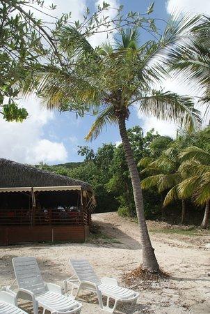 Chez Coco: Terrasse et tables sur la plage