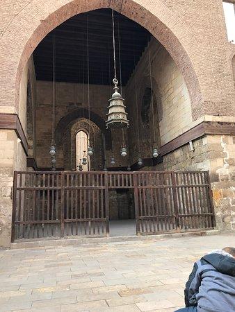 احد اركان المسجد وكان يعطي فية الدروس