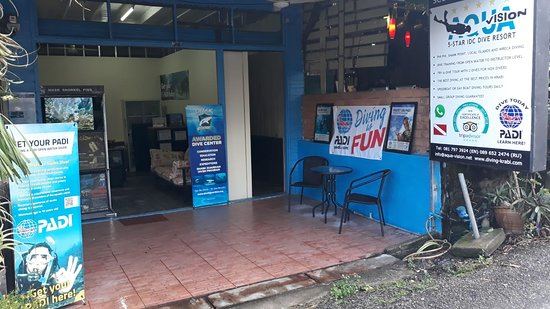 Pak Nam, Thailand: Aqua Vision Dive Center on the Chao Fa Alley (next to UpToYou) in Krabi Town