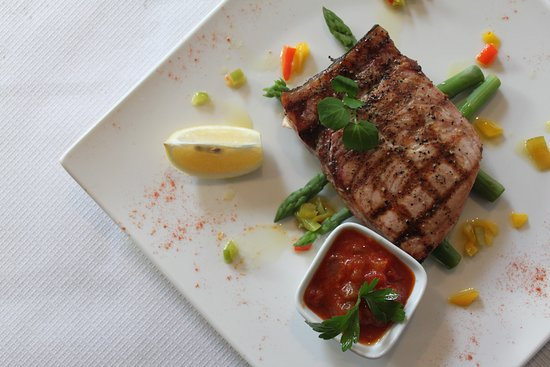 Mykonos Bar & Grill: Fresh Fillet of Sword fish with asparagus and homemade chilli salsa