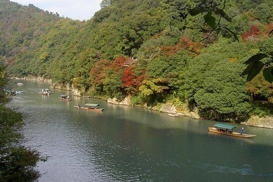 嵯峨野竹林と嵐山ウォーキングツアー、屋形船での昼食付き