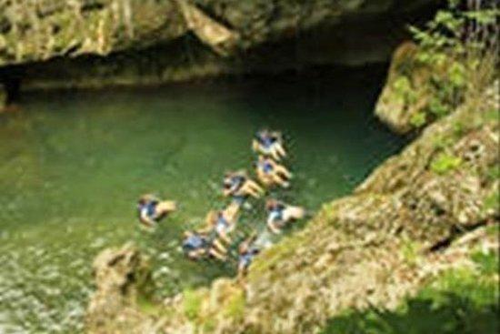 Grotte en bouée et jungle en...