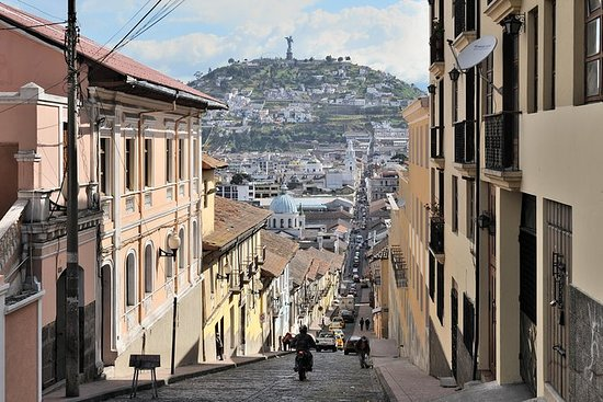 Private Quito City Tour en Middle of ...