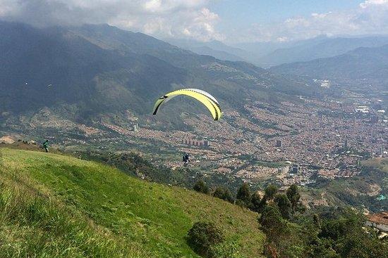 Los Andes en parapente desde Medellín