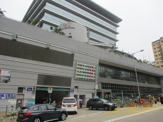 Hong Kong Food Tour: Tai Po Market: the market