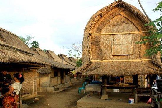 Senggigi的全日私人Sasak文化和南部海滩之旅