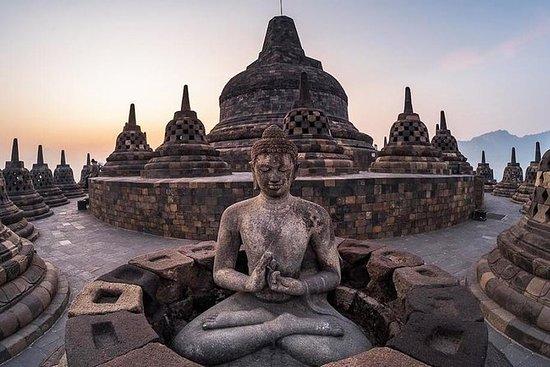 Private Yogyakarta Borobudur Sunrise...