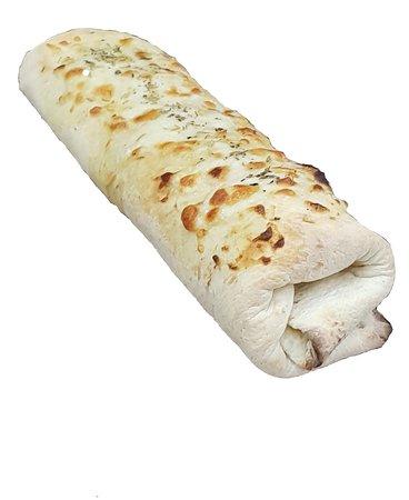 Notre roulé. Une pâte à pizza moelleuse et croustillante à la fois, sauce gruyère maison, et plein dautre ingrédients que vous pourrez decouvrir en venant chez My Pizza