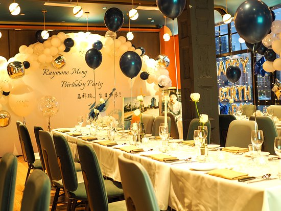 The perfect venue for birthday parties, romantic proposals, weddings, corporate events and holiday gatherings.  Let us organize all the details to make your event a success.