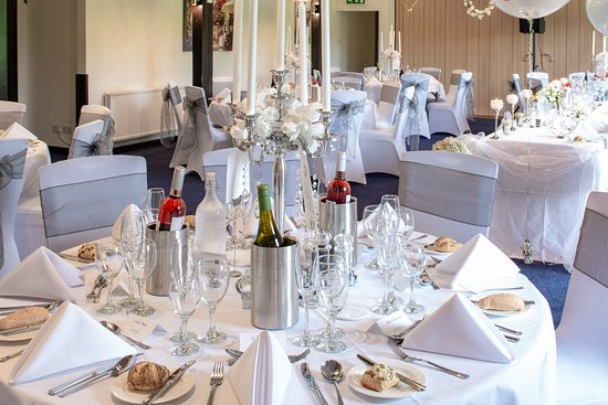 Streatley, UK: The Woodlands Suite decorated for a wedding breakfast