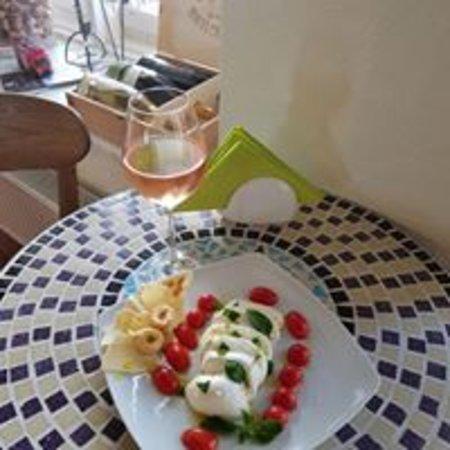 VYNO UOGA, Wine and Garden Restaurant, Shop Photo