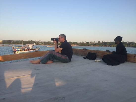 Have time to take a picture while we roam around the city in dhow