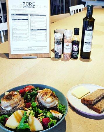 Tartines et salades de saison. Suivez notre page facebook.com/PURE.Bastogne pour plus d'infos.