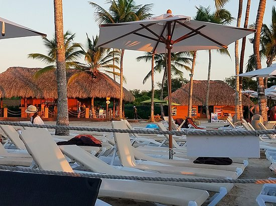 Dreams Dominicus La Romana : non preferred beach area with Barefoot Grill/Trattoria and excursion hut